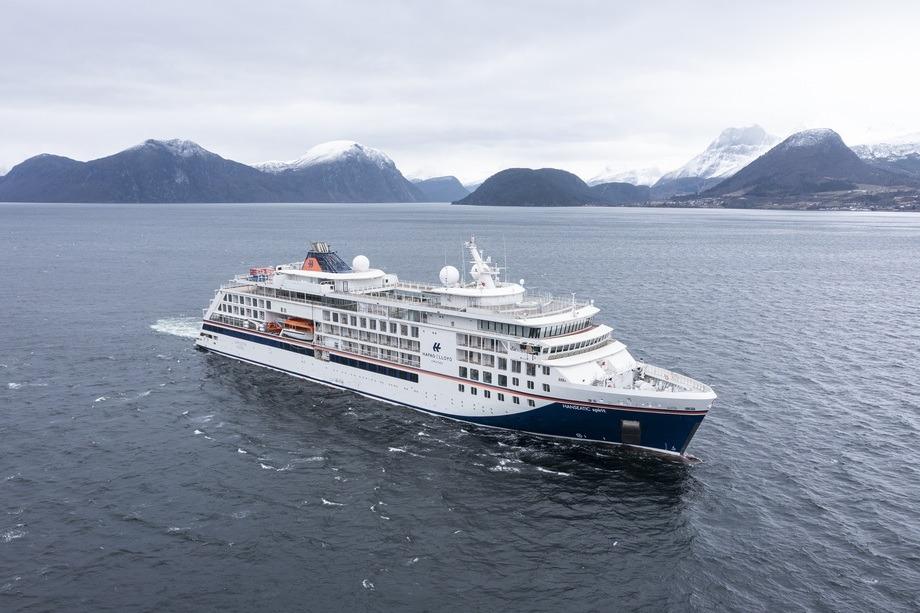 Det tredje og siste ekspedisjonscruiseskipet er overlevert fra Vard Langsten til Hapag-Lloyd Cruises. Foto: Uavpic.com
