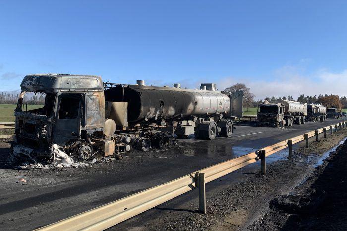 Camiones incendiados en Pidima, pertenecientes a Jorquera Transporte. Foto: El Mostrador.