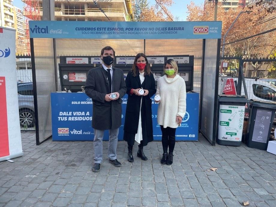 El vicepresidente ejecutivo de Corfo, Pablo Terrazas y la ministra de Medio Ambiente, Carolina Schmidt, junto a una representante de proyectos de economía circular. Imagen: Corfo.