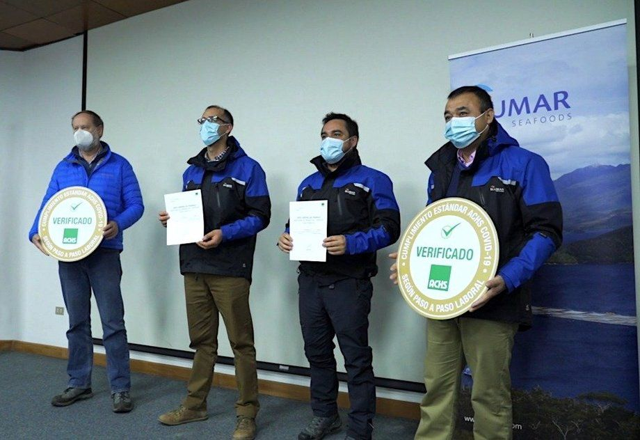 Ceremonia de certificación de reconocimiento en avances en salud y seguridad operacional. Foto: Blumar.