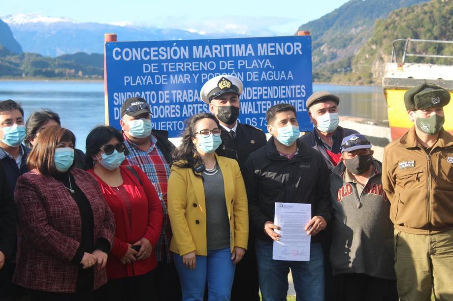 Entrega de concesión marítima a sindicato de pescadores. Foto: Australis.