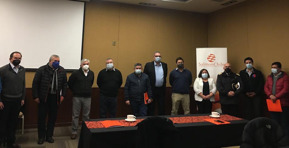 Asistentes y miembros del equipo de trabajo de nuevo Estándar de Buceo Seguro. Foto: Karla Faundez, Salmonexpert.