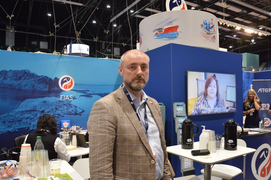 Robert Eriksson i Sjømatbedriftene ber bla. om at Støre-regjeringen fjerner momsen på sjømat. Foto: Therese Soltveit