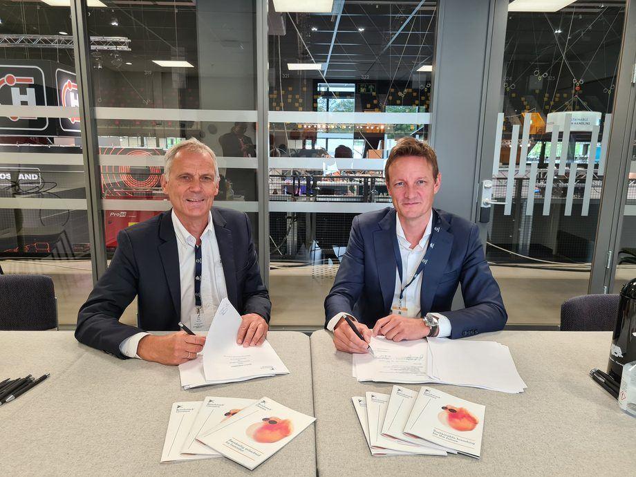 Firma de acuerdo entre ambas empresas se realizó en el contexto de Aqua Nor. Foto: Benchmark Genetics.