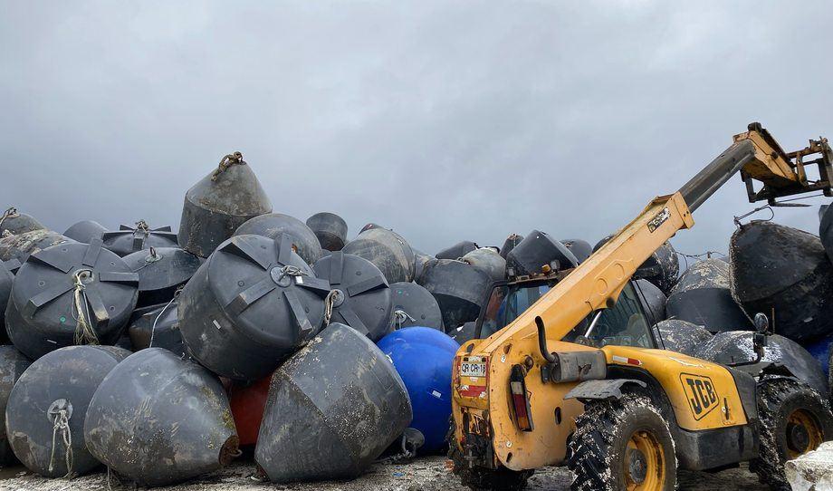 Primera entrega de residuos provenientes desde centros de cultivo de Multiexport Foods. Foto: Greenspot.