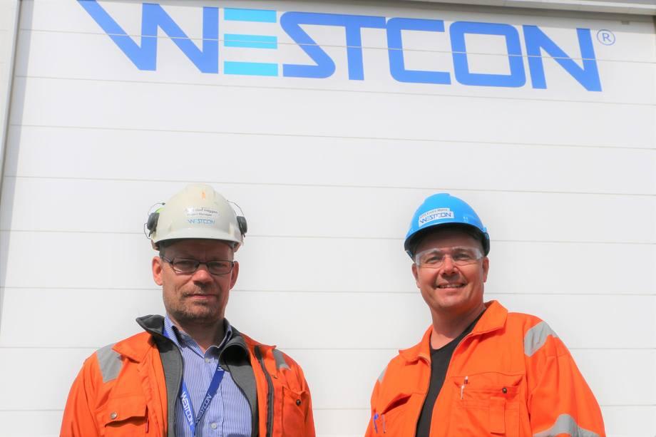 Prosjektleder Geir Heggen og leder for skipsbygging ved Westcon, Endre Matre. Foto: Helge Martin Markussen