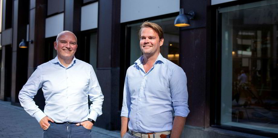 Columbi Salmon-finansdirektør Kolbjørn Giskeødegård (t.v.) sammen med adm. direktør Anders Hagen. Foto: Columbi Salmon