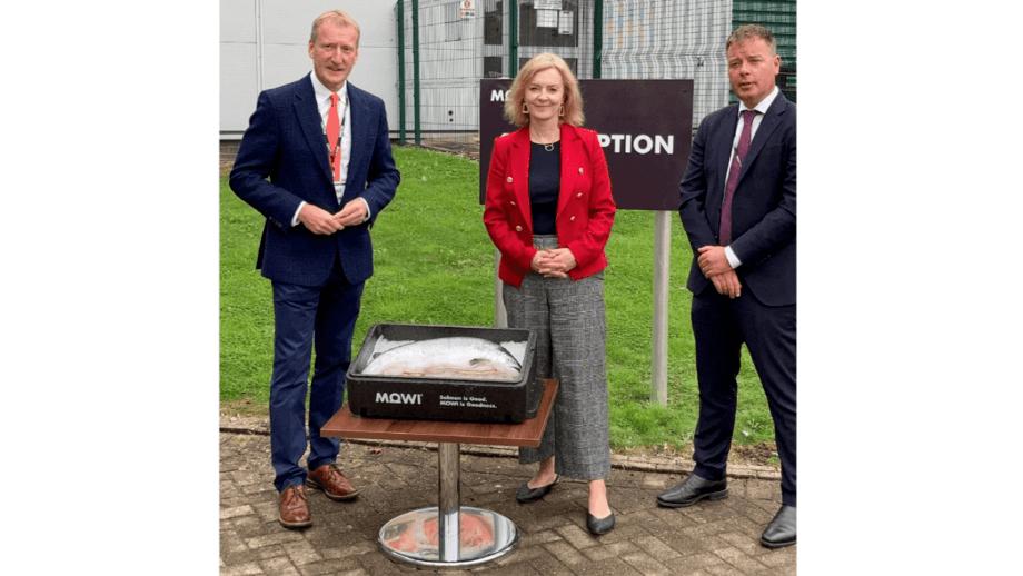 UK International Trade Secretary Liz Truss with the SSPO's Tavish Scott, left, and Mowi Scotland boss Ben Hadfield. Photo: SSPO.