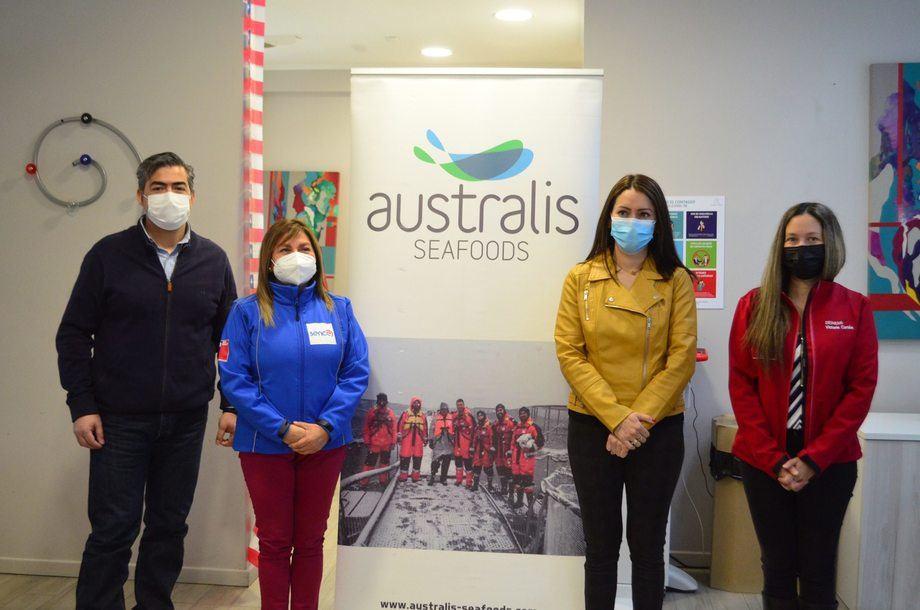 Visita de la Seremi del Trabajo en Magallanes, Victoria Cortés, a la planta Torres del Paine. Foto: Australis Seafoods.