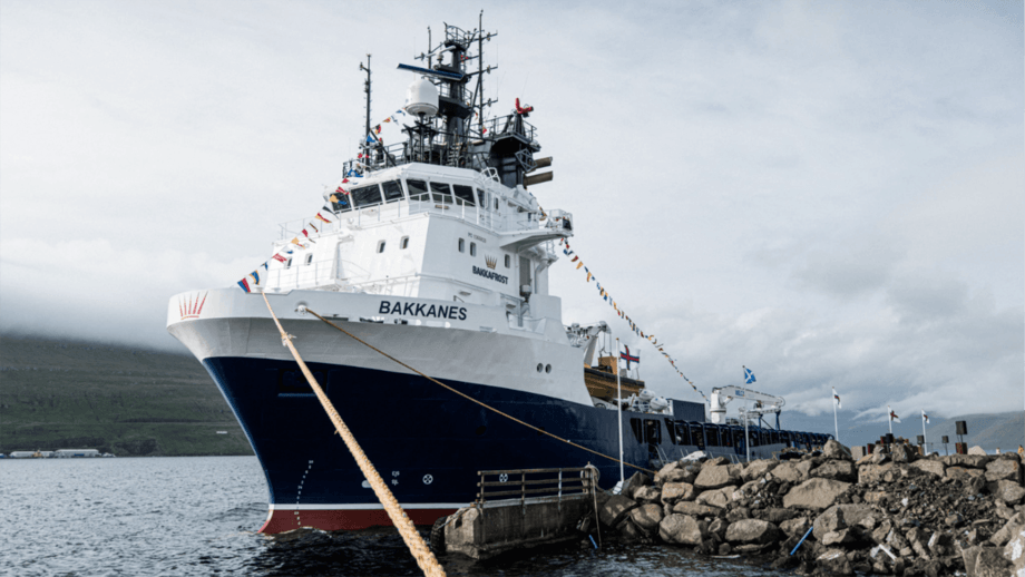 The delousing vessel MS Bakkanes tied up at Bakkafrost's HQ in Glyvrar, Faroes. The vessel is fitted with a four-line FLS system that can treat 200 tonnes of fish per hour. Photo: Bakkafrost.