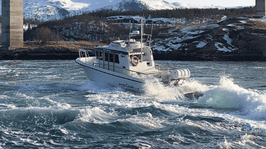 Foto de archivo de un barco Arctic Cruise A / S. Los tres tripulantes de un barco de trabajo Mowi fueron rescatados por un barco Artic Cruise después de que su nave se hundiera parcialmente. De archivo: Arctic Cruise.