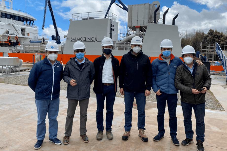 Visita de ejecutivos de Ventisqueros y de Patagonia Wellboat a la nave especial Owurkan. Foto: Salmoclinic.