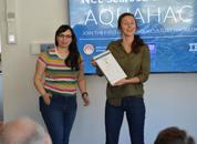 <p>Erica McConell og Natalie Brennan i Digital Gut interface vant førsteplassen i konseptkategorien, og tok andreplass i teknologikategorien. Foto: Ole Andreas Drønen.</p>