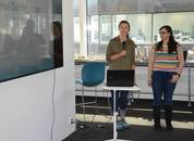 <p>Erica McConell og Natalie Brennan i Digital Gut interface presenterte sin ide.&nbsp;</p>