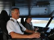 <p>Styrmann Cecilie Drange Pedersen (lengst fra kamera)&nbsp;jobber til daglig p&aring; MS &ldquo;Fjordkatt&rdquo;,&nbsp;men var p&aring; oppl&aelig;ring om bord p&aring; &ldquo;Vingtor&rdquo; da vi var p&aring; bes&oslash;k</p>