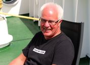 <p>F&oslash;rstemaskinist Odd Larsen er den i mannskapet som har v&aelig;rt med lengst. Han&nbsp;har jobbet i rederiet siden 1982. Foto: Andrea B&aelig;rland</p>