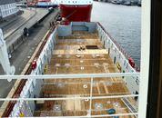 <p>Matrosene har skiftet ut planken på en tredjedel av dekket under oppholdet i Bergem. Foto: Andrea Bærland</p>