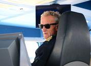 <p>- Dette er faktisk omtrent så dårlig vær som vi får, sier kaptein Hans Ødegaard, som styrer Nesodden-båten med stø∂ig hånd i solskinn og sterk vind, til Østlandet å være. Foto: Andrea Bærland</p>