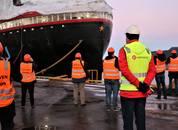<p>Et stort oppbud av norske og internasjonale journalister og skribenter var på besøk på Kleven Verft for å ta Hurtigrutens nye skip nærmere i øyesyn</p>