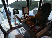 <p>Det er flere gode l&oslash;sninger p&aring; broen for mannskapet som skal man&oslash;vrere. Foto: Sletta Verft</p>