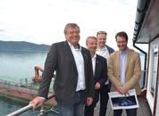 <p>F.v. fiskeriministeren Harald T. Nesvik, ordfører i Os Terje Søviknes, daglig lederSondre Eide, stortingsrepresentant Helge Andrè Njåstad (FrP).</p>