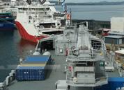 <p>Skipet har stor lagringsplass også på dekk. Foto: Helge Martin Markussen</p>