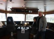 <p>Kaptein om bord båten forteller til Skpsrevyen at de har nylig fått en maskinkadett om bord. Foto: Margarita Savinova</p>