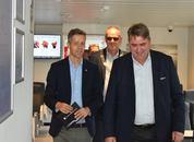 <p>Samferdselsminister Knut Arild Hareide (KrF), Ordfører Bjørn Laugaland (SP) og Sigbjørn Larsen fra Skipsrevyen.</p>