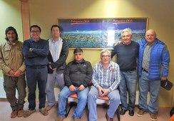 Salmonchile firma acuerdo con Pesca Artesanal de Aysén para limpieza de playas del litoral