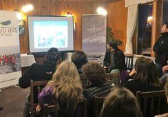 Vecinos de Puerto Natales conocieron cómo se produce el salmón en la Región de Magallanes