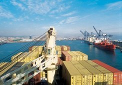 Ministro de Economía propuso modernizar sistema logístico y portuario