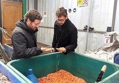 Autoridad regional destaca emprendimiento de reciclaje de plásticos para acuicultura