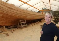 Bygger verdens største vikingskip