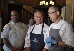 Chefs estadounidenses conocen industria salmonicultora chilena