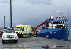 Rescatan a tripulantes de lancha hundida en Magallanes