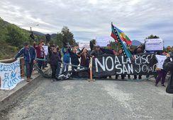 Vecinos de Hornopirén protestaron en rechazo a piscicultura