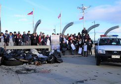 Nova Austral participa en limpieza de playas en Porvenir