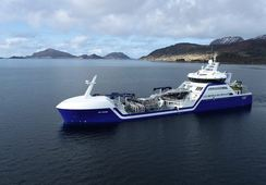 Lanzan primer wellboat híbrido del mundo para la salmonicultura