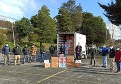 Dos empresas realizan donaciones en el marco de campaña salmonicultora