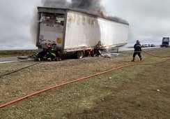 Camión cargado de salmón se incendia en Argentina