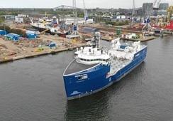 Presentan nuevo barco para transportar alimento de salmón de Skretting y Cargill