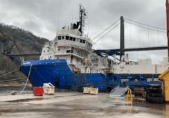 Her hugges offshore-skip