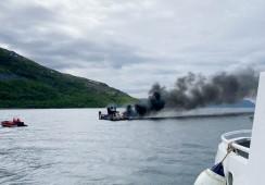 Arbeidsbåt sank etter brann