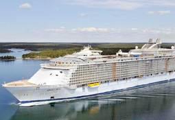 Verdens største cruiseskip passerer Storebælt