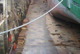 Kontrollerer skipsverft