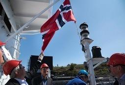 Flagget hjem sitt tredje skip