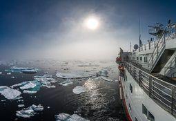 Hurtigruten starter seilinger til Russland – og hybridseilinger gjennom Nordvestpassasjen