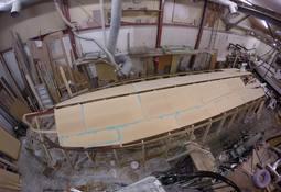 Lager spesialtilpasset båt for rensefisktransport