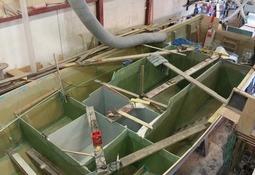 Bygger utradisjonell båt for rensefisktransport