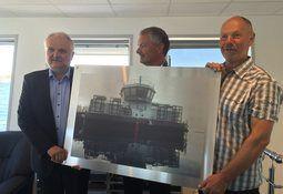 Offisiell overrekkelse av AC 450 Panorama til E.Karstensen